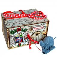 Мышкин дом с игрушкой